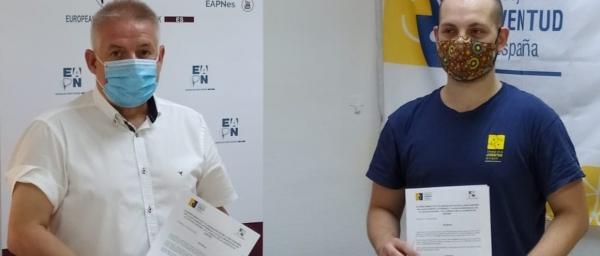 Carlos Susías (izquierda) y Manuel Ramos en el acto de firma del convenio.