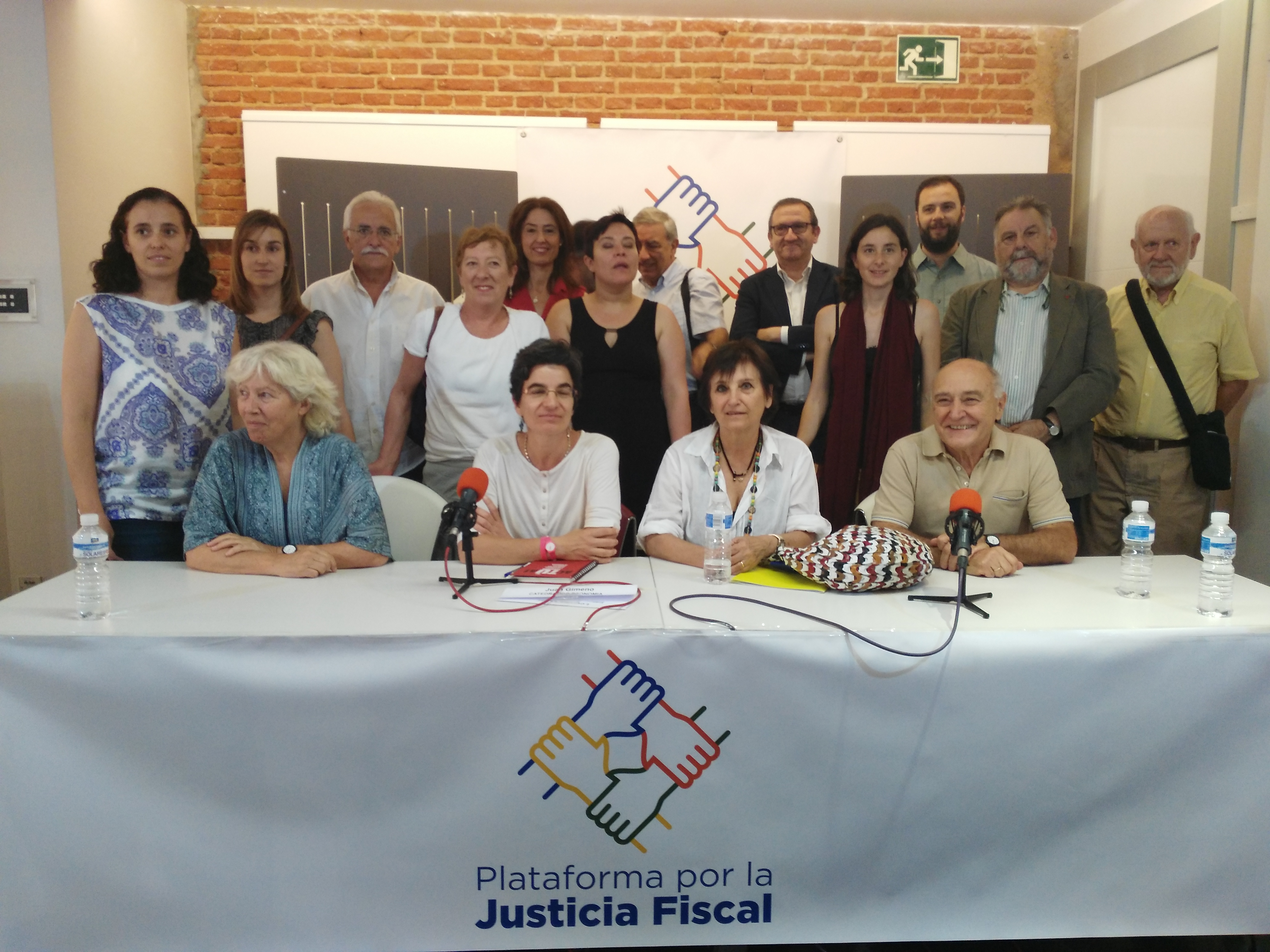 Foto de familia Plataforma por la Justicia Fiscal