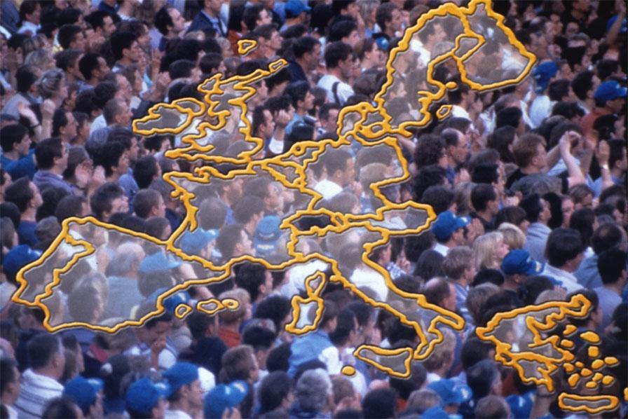 Mapa de Europa con personas de fondo